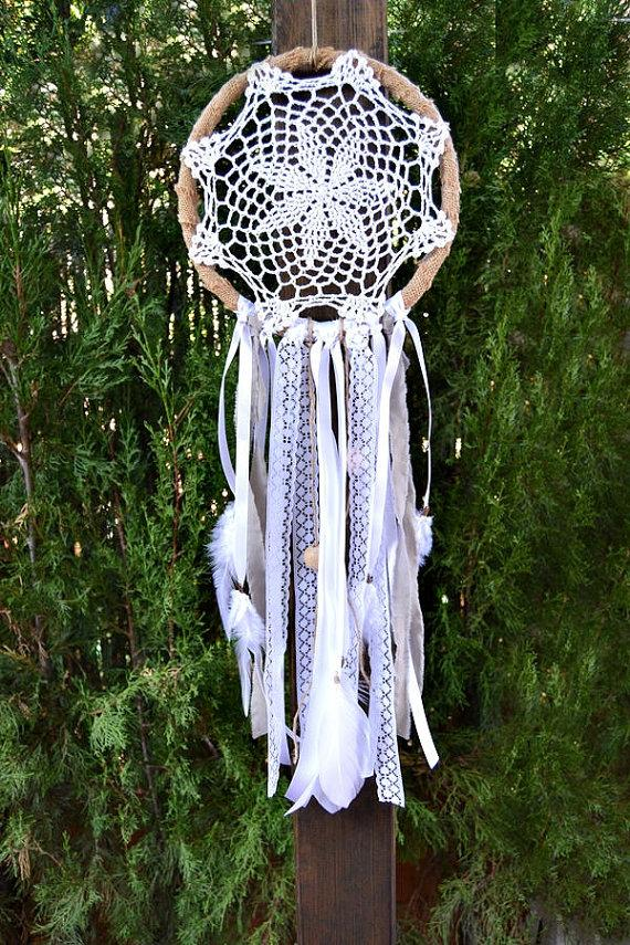 Mariage - Dreamcatcher Small Rustic Crochet White. Backdrop Ceremony Boho Wedding. Hippie decor wedding. Burlap Dreamcatcher. Wall hanging decor home.