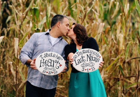Mariage - HAND PAINTED- I stole her heart, so I'm stealing his last name- Engagement Photo Props