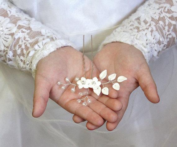 Свадьба - Bridal Flower Hair Pin , White Flower Hair Pins, Bridal White Hair Flowers, Hair Pins, Wedding Hair Accessories, Bridal Headpiece