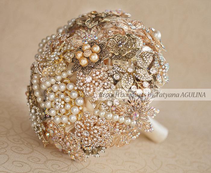 Mariage - Brooch bouquet. Gold and Ivory Brooch Bouquet, Bridal bouquet. Quinceanera keepsake bouquet
