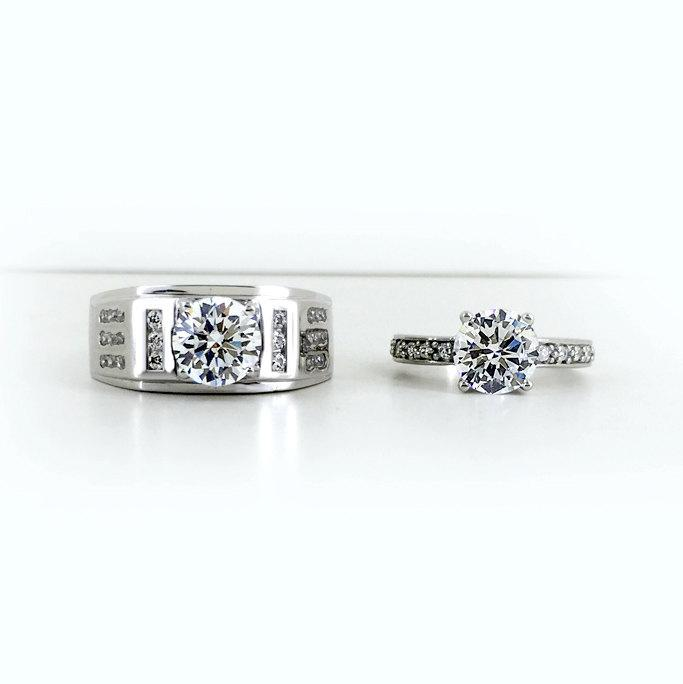 Mariage - Personalized Synthetic Diamond Couples Engagement Rings Set for 2