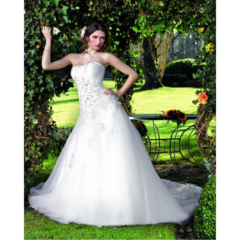 Свадьба - Exquisite A-line Strapless Beading Lace Hand Made Flowers Chapel Train Tulle Wedding Dresses - Dressesular.com