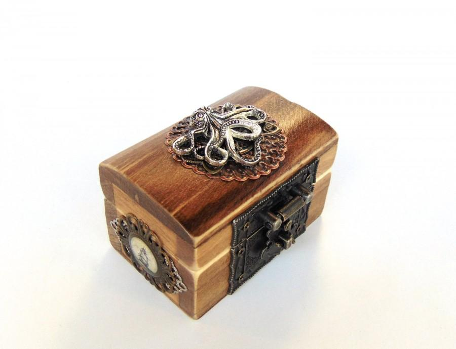 Mariage - Engagement Ring Box - Pirate Treasure Chest - Nautical Wedding - Ring Bearer Box - Kraken Octopus Box