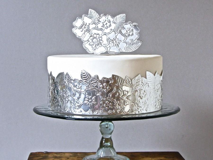 Mariage - Metallic Silver Cake Decoration, Hand Embossed Flower Cake Wrap, Boho Chic Wedding DIY
