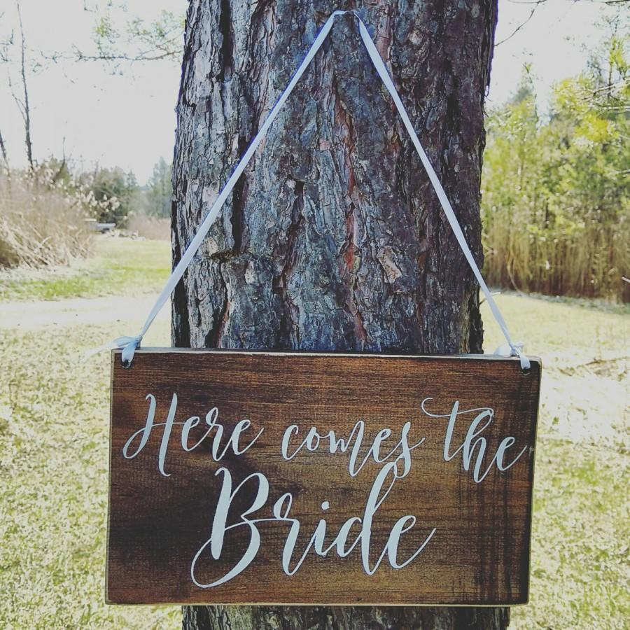 Mariage - Wedding ring bearer sign, here comes the bride, rustic, hand painted wood, Wedding Decor, Wedding keepsake, can be customized, New listing
