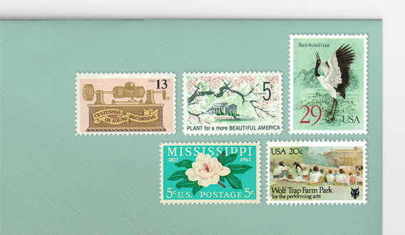 Mariage - Mint green and blush pink unused vintage postage stamp sets: Mail 5 letters up to 2 oz. (68 cent rate)