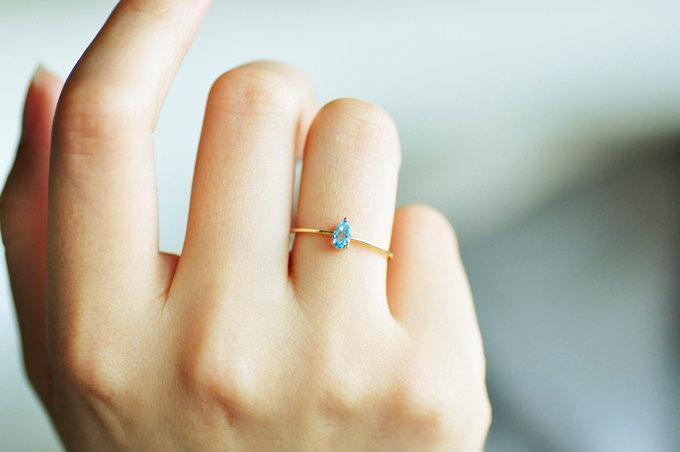 Mariage - Amazing!!! 18K gold BLUE TOPAZ drop ring