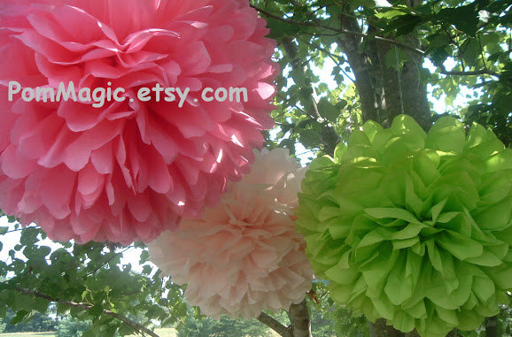 Mariage - 7 Tissue paper pom poms, Wedding decorations, Baby, Bridal shower, Rehearsal, Party decorations. Hanging pom poms. Hanging flower ball