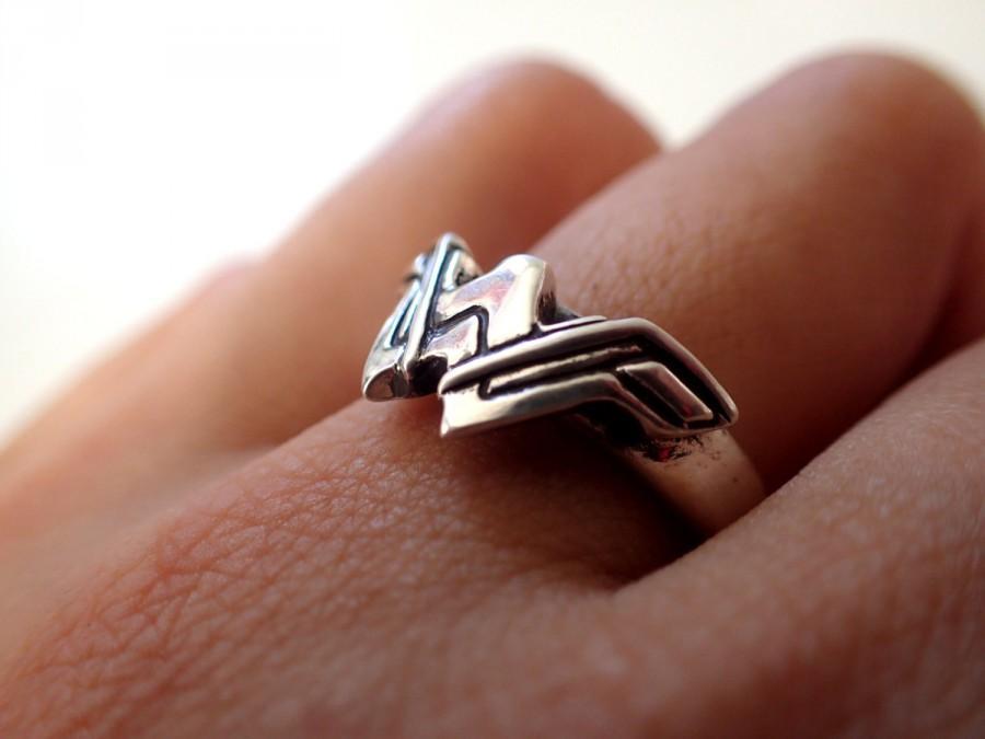 Mariage - Wonder Woman Logo ( Inspired) Silver + Ring + Engaged ring