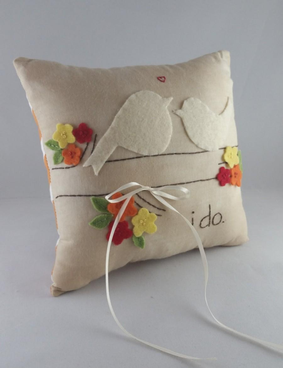 Mariage - I do. Two Nuzzling Love Birds Wedding Ring Bearer Pillow in Fall Colors