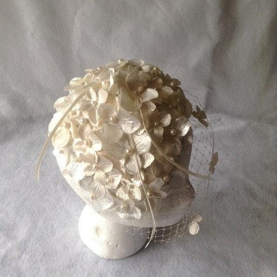 Свадьба - Vintage Styled Ivory Bridal Flower Half Hat Headpiece with short Blusher Slanted birdcage veil-Ivory Bridal Birdcage Flower Fascinator-HBJB9