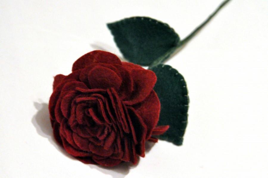 Hochzeit - A Single Red Rose / Romantic Gift / felt rose / handmade rose / everlasting flower / valentines gift