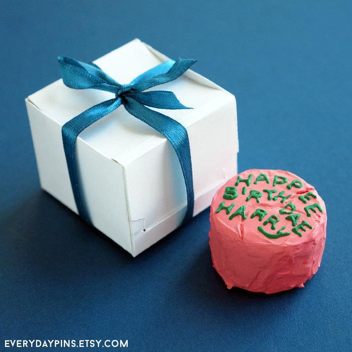 Miniature Harry Potters Birthday Cake Magnet Keyring 2613069