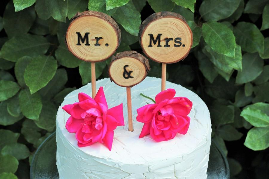 Hochzeit - Wedding Cake Topper, Wood Cake Topper, Rustic Wedding Cake Topper, Cake Topper, Mr and Mrs, rustic country wedding, tree slice cake topper