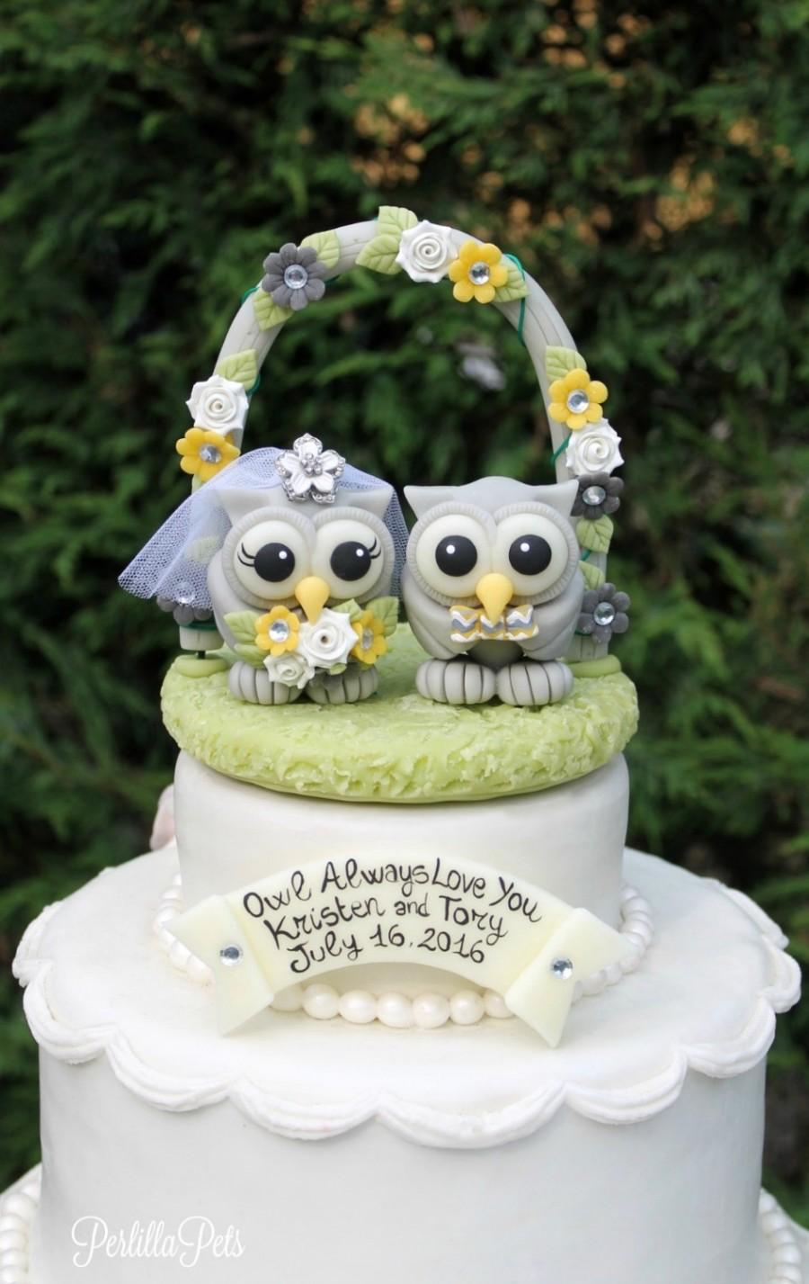 Mariage - Love bird wedding owl cake topper, wedding floral arch, custom bride and groom owls, grey yellow wedding