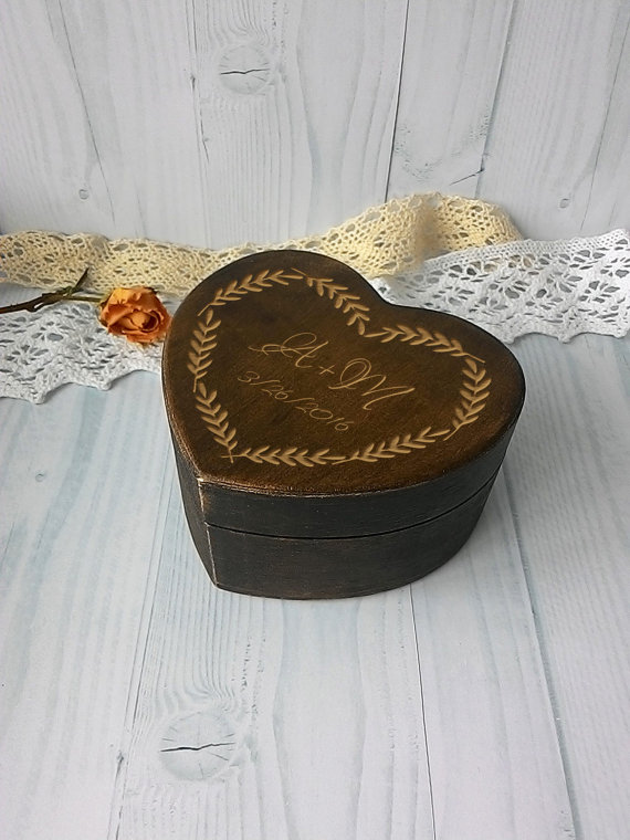 Mariage - Ring box for wedding Personalised ring box rustic ring holder ring bearer box heart ring bearer box wooden ring box engagement ring box