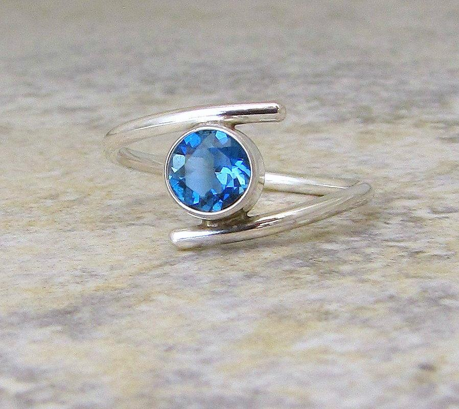 Mariage - Blue Topaz Ring Silver London Blue Topaz Silver Ring Solitaire Engagement Ring December Birthstone Ring Gift for Her Mother's Ring