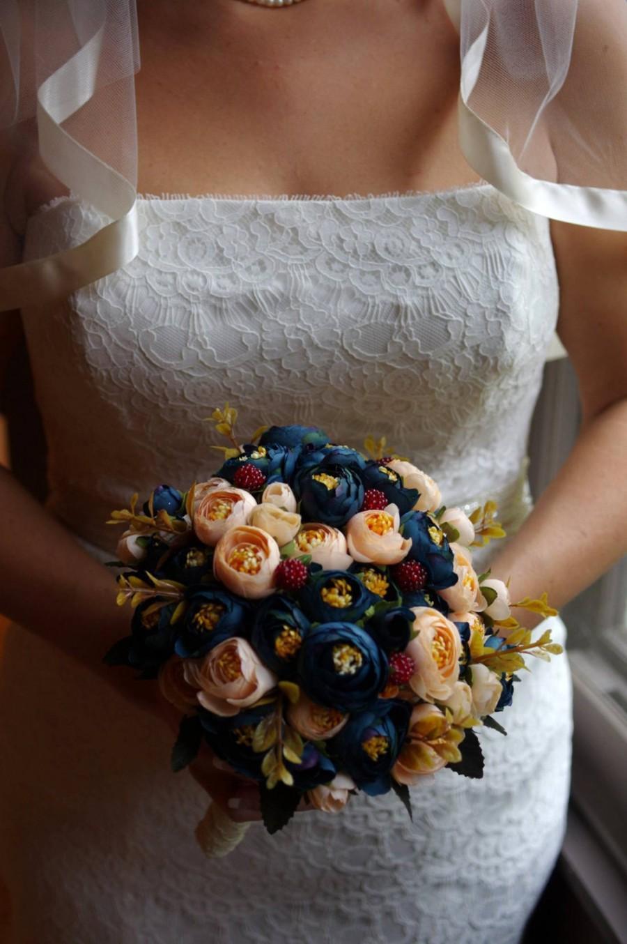 Mariage - Bridal Bouquet, Blue and Champagne Ranunculus, Silk Wedding Flowers, Vintage Wedding, Rustic Wedding, Shabby Chic Wedding, Bride, Bridesmade