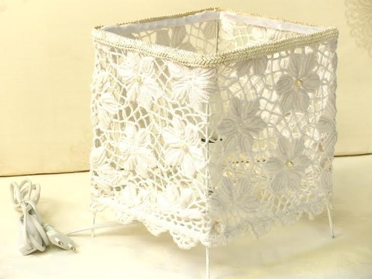 Свадьба - Shabby chic lamp, Living room lights, White Lace Table Lamp  with crochet flowers lace, Floral home decor, Country French decor.