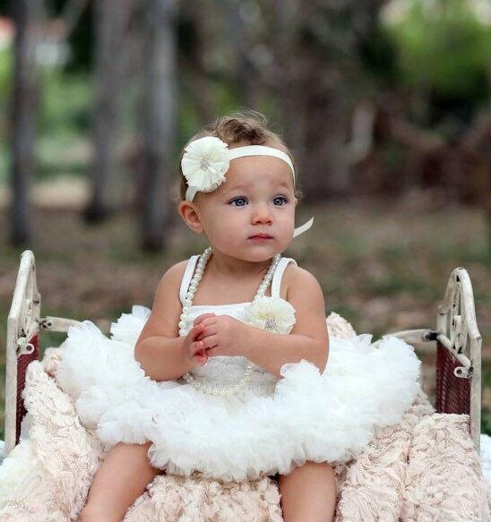 زفاف - Flower girl dress. Ivory flower girl dress. Tutu flower girl dress. Lace petti. Ruffle dress. Birthday outfit
