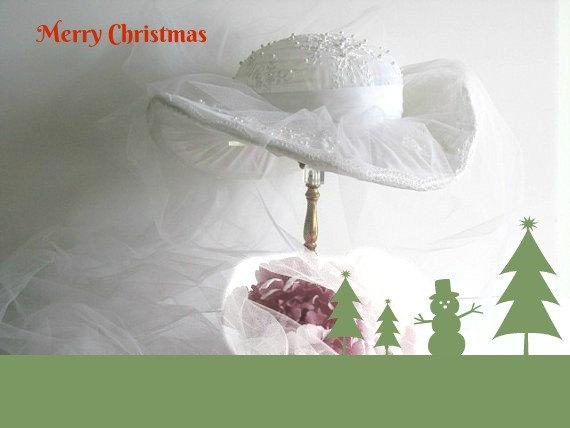 Mariage - Bridal hat, vintage 1960 1970 cowboy type bridal hat, wedding, christmas winter time wedding timelesspeony