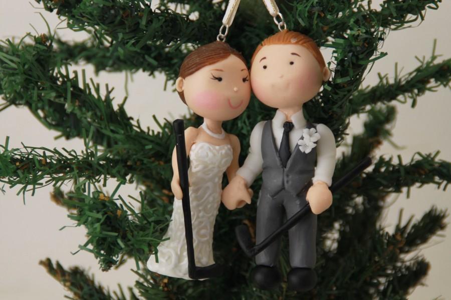 Свадьба - Small figurine. Hanging Ornament Bride and Groom holding hands. Handmade. Fully customizable. Unique keepsake