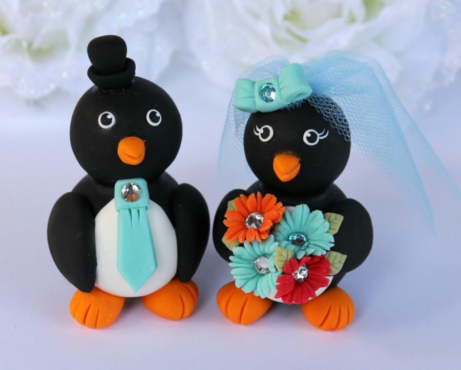 Свадьба - Custom wedding cake topper penguin - love birds bride and groom - robin egg blue, gerber daisies bouquet