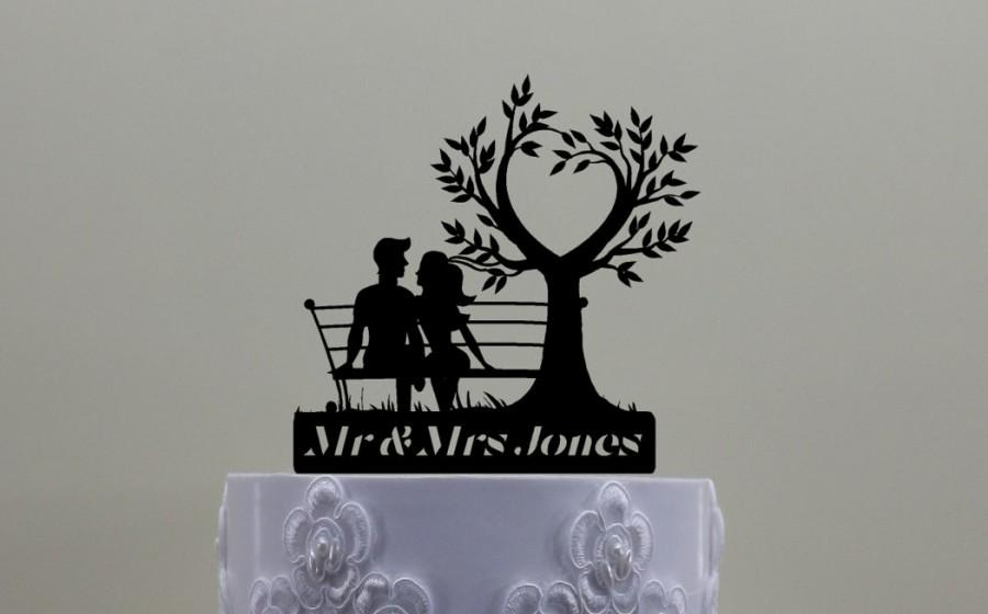 Свадьба - Couple On Bench With Heart Tree Cake Topper.  Personalized with Your Name or Phrase.