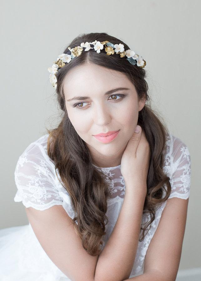 Свадьба - Crown bridal blossoms. Bridal headpiece. Floral wreath. Bridal crown. Wedding headpiece. MOD562 porcelain Crown