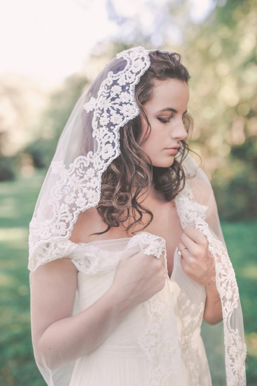 Mariage - mantilla veil, lace mantilla veil, wedding mantilla, beaded veil, chapel mantilla, chapel length veil with lace edge - GLORIA