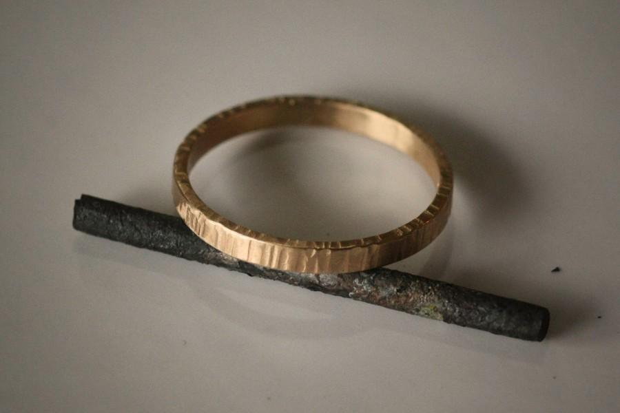 Mariage - On Sale Recycled Hand Forged 14k Yellow Gold Ring 2mm Band Hammered Eco Friendly Metal