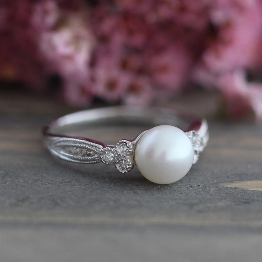 Mariage - Vintage Inspired Pearl Engagement Ring in 10k White Gold 3 Stone Diamond Ring June Birthstone Ring Round Cut Gemstone Size 7 (Resizable)
