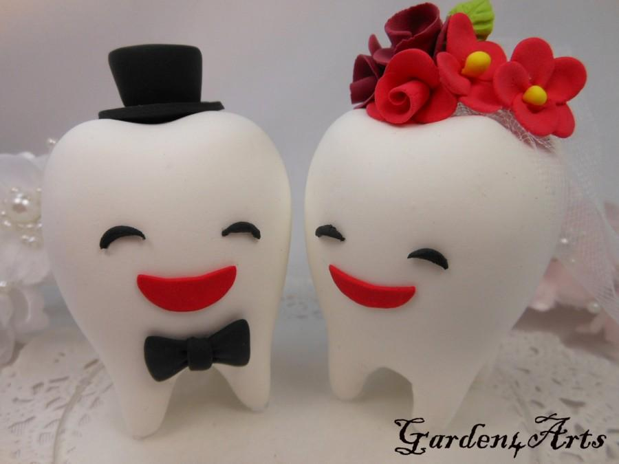 Свадьба - Custom Wedding Cake Topper--Love Teeth couple with circle clear base