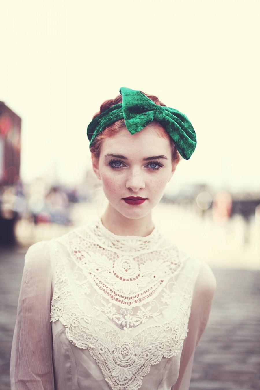 Свадьба - Emerald Green Velvet Bow Headband, St Patrick's Day Accessory, Velvet Headband, Fall Accessories