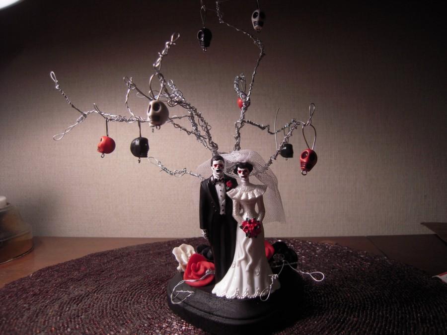 زفاف - ETSY WEDDINGS FEATURED item Day of the dead/Zombie/Skeleton Wedding Cake Topper with Twisted Wire Tree Alternative Wedding Halloween Wedding