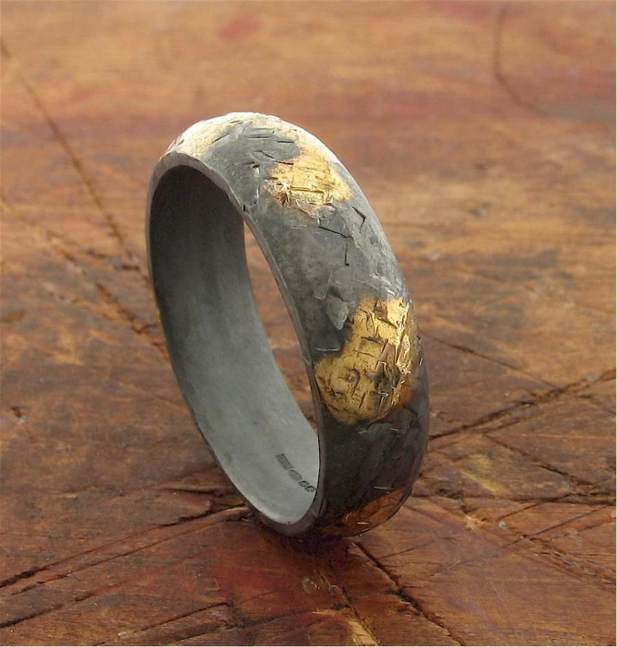 Свадьба - Rustic gold and black silver mens wedding band 6mm wide hammered surface.