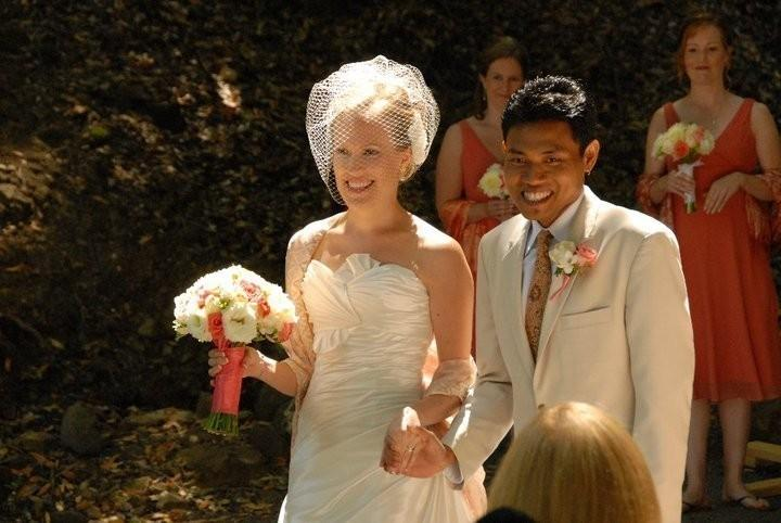 Mariage - Beautiful Full Birdcage Veil as seen in the StyleMePretty wedding blog-- Ready to Ship