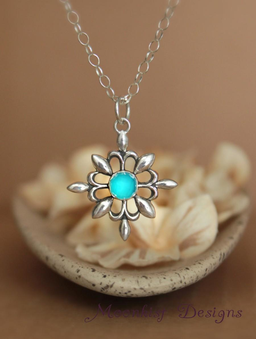 Mariage - Ocean Blue Chalcedony Sterling Silver Compass Pendant and Chain, Coordinated Wedding Jewelry, Bridesmaid Jewelry, Silver Snowflake Necklace
