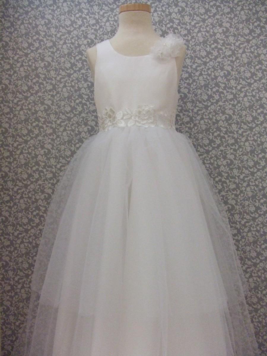 Hochzeit - White flower girl dress