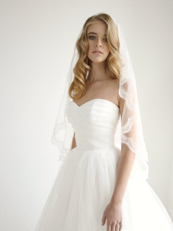 زفاف - Silk tulle mantilla wedding veil with lace trim, lace mantilla wedding veil, mantilla veil, fingertip veil, Mary - Style V05