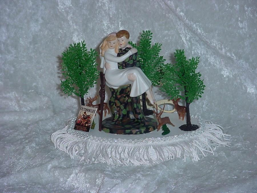 Mariage - Redneck Hunter Mossy Green Camo Groom Love Deer Hunting Funny Outdoors Sport Wedding Cake Topper-4