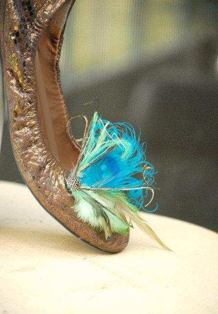 Свадьба - Summer Peacock Shoe Clips. Custom Made Colors, Turquoise Aqua Blue Lime Olive Green Accessory. Bronze Flower / Pearl / Rhinestone Gem Center