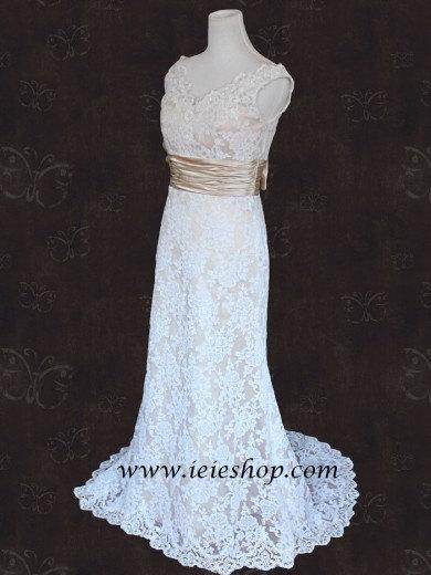 زفاف - Vintage Style Lace Slim A-line Wedding Gown with V neck and V Back.
