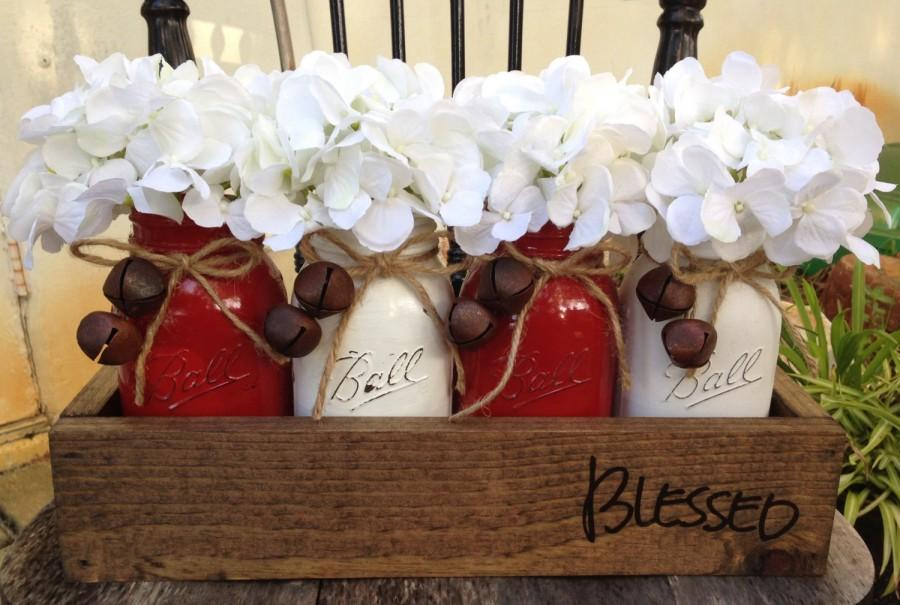 Mariage - Rustic Christmas Planters, Real Wooden Planter, Stained Espresso, High Gloss Painted Mason Jars, Beautiful White Hydrangea's, bell