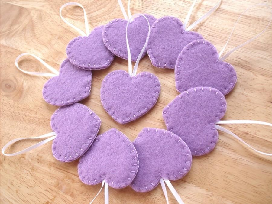 Mariage - 10 lavender heart ornaments, purple felt decorations, purple wedding decor, lavender wedding favors, felt hearts, set of 10
