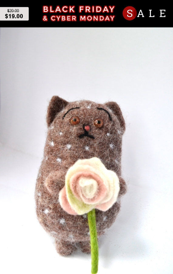 Mariage - Black Friday Kitten with a flower, Cat, Art Dolls, Interior doll, Gift For Her, Gift For Him, Needle felted cat, felted animal, felted ca...
