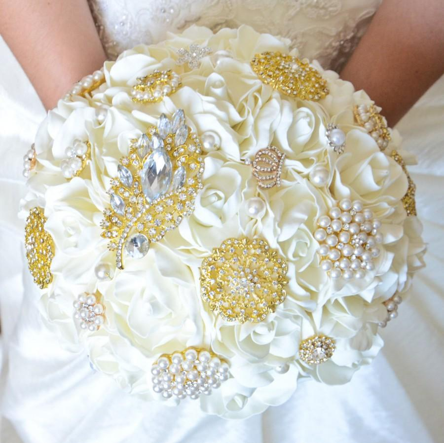 Mariage - Ivory and Gold Wedding Bouquet, Gold Brooch Bouquet, Ivory Bridal Bouquet, Classic heirloom broach bouquet, Gold brooch,