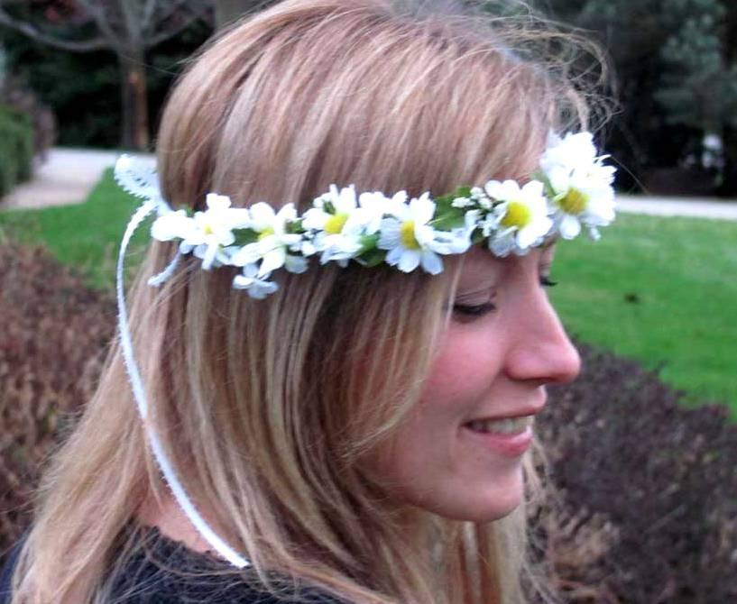 Mariage - Daisy Flower Crown If your going to San Fransisco, wear Flowers in your Hair EDC Bridal party accessories Hippie Hair Wreath Music Festivals