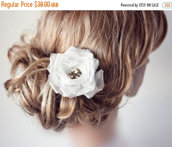 Mariage - 793_Big hair flower, Flower, Hair clip, Flower hair clip, White hair flower, Hair clips, Hair rose, Retro wedding, Retro hair accessories.