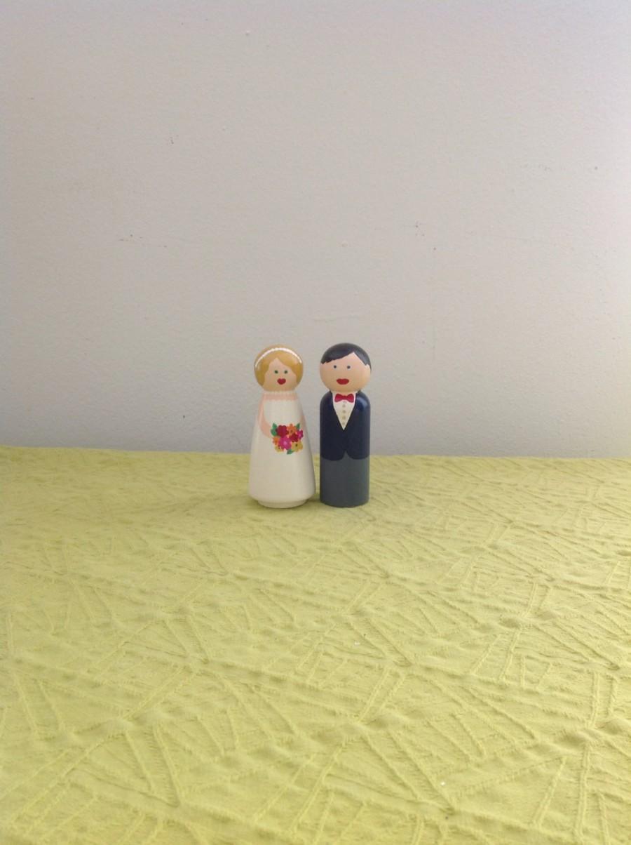 Hochzeit - Handpainted Cake Topper Couple Customizable Unique Wooden